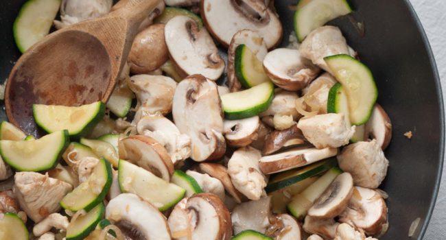 creamy-chicken-and-mushroom-pasta-4